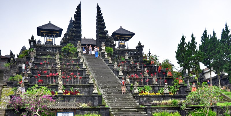 Travel with English Bali Driver To East Bali Edelweis Park 3
