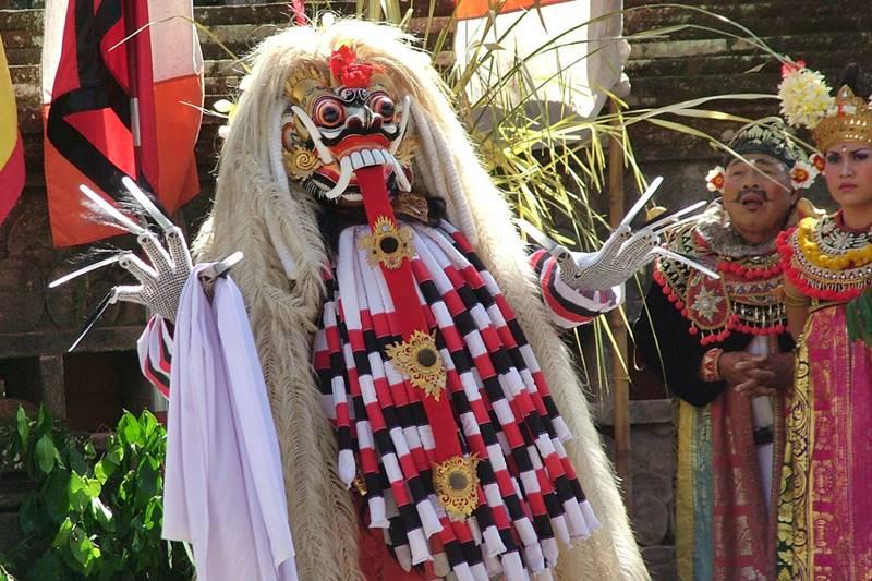 Lovely Morning Take Bali Drivers to Watch Barong Dance at Batubulan Village 4