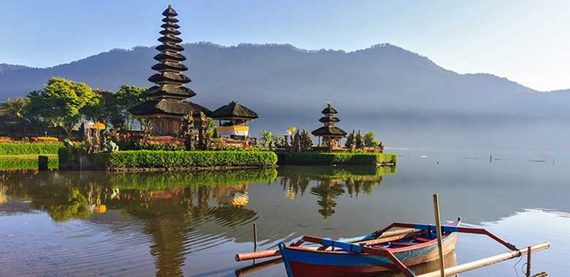 The Beautiful Water Temple of Ulun Danu Bratan in Bedugul 4